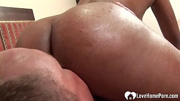 Slutty dark-skinned Japanese babe gets fucked hardcore Vorschaubild