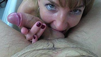 Slutty Milf Sucks Dick And Swallows Cum in the bathroom. Amateur Blowjob Sasha Bikeyeva 9分钟