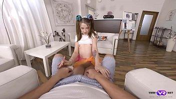 TmwVRnet.com - Alita Angel - Lollipop and dick in gentle hands 7分钟