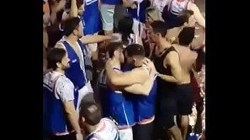 Vários gays beijando no Carnaval 2018 2 min