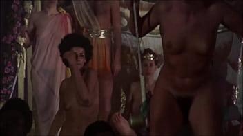 As melhores Cenas de Orgia Num Dos Clássicos Mais Polêmicos da História / Acesse http://bit.ly/meusuperpau