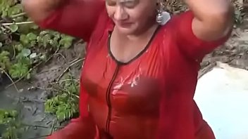 Sex a bath Bangladeshi sexi girls open bath in a ponds