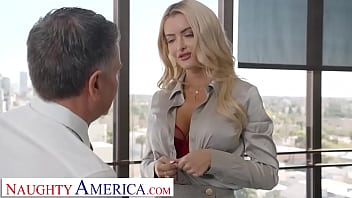Naughty America - Linzee Ryder pulls all the strings and gives the boss her juicy wet pussy to get more hours 6分钟