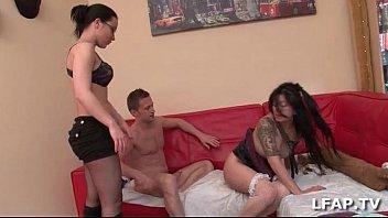 Petite asiat sodomisee lors du casting porno de Candice Marchal
