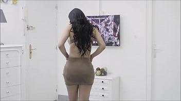 最近离婚的拉丁裔摩洛伊斯兰解放阵线想要在她前夫的房子里操小便鉴定师。卡内拉皮肤和凯文白色肛门场景与喷高潮