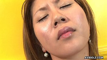 Flat chested Asian toys her bushy slit for the camera 8分钟