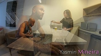 Yasmin Mineira - Marido não resiste a esposa gostosa e larga o trabalho para comer o cú da safada. (TRAILER)