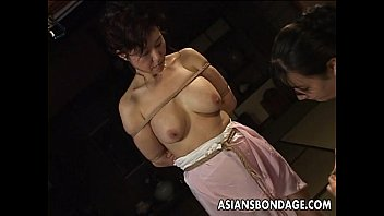 Mature bitch gets roped up and hung in a bdsm session 7分钟