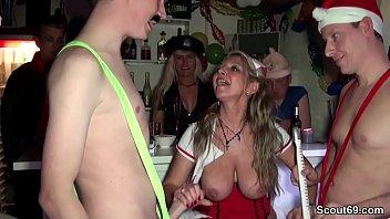 Deutsche Mütter beim deutscher Creampie Sexparty ohne gummi komplett besamt