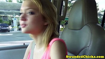 Young hitchhiker gets facial treatment 8分钟