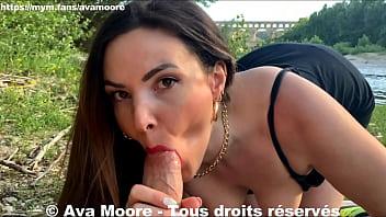 Ava Moore Exhibition et baise hard en extérieur au pont du Gard Final éjac faciale