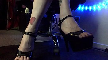 Fetish Underdesk Foot Voyeur Watching Highheels and Pretty Feet