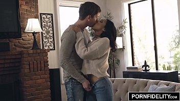 PORNFIDELITY Vicki Chase Takes An Anal Pounding 16分钟