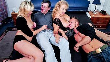 REIFE SWINGER - Deutscher Gruppensex mit vollbusigen reifen Blondinen