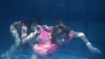 Lilia Mihalkova and Natalia Kupalka underwater lesbians