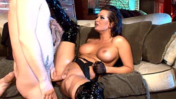 Busty milf fucking in thigh high boots and gloves 7分钟
