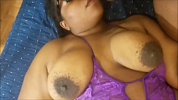 EBONY MILF GIVES A DEEP THROAT BLOWJOB AND GETS A HUGE MOUTHFUL OF JIZZ porno izle