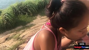Asiatica Ofera Muie Pe Un Camp Si Inghite Sperma Dulce