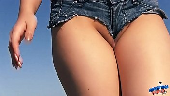 Big Ass Teen Exposing Ass Tits and Pussy at the Beach 55秒