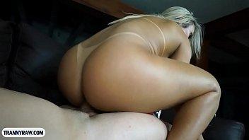 "Curvy Brazilian shemale with big tits having wild anal sex <span class=""duration"">6 min</span>"