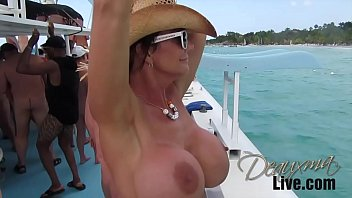 Deauxma on Catamaran porno izle
