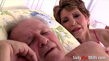 Big-ass granny gets fucked in doggy - 69VClub.Com
