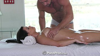 Johnny text porn - Pornpros - lovely gracie dai gets a rub down massage with side of dick