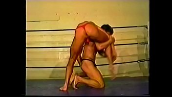 Blond  wanker Cory Evans likes to blow his own trumpet showing kick-boxing tricks before his opponent c. out some submission holds