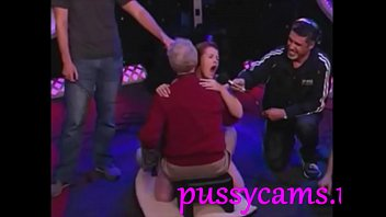 Hot bitch riding fucking machine with old guy - pussycams.us 6分钟