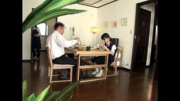->-->คลิปโป๊ญี่ปุ่นเด็ดพ่อโรคจิตบังคับลูกสาวกำลังนั่งกินข้าวจับกดอมควยอย่างเสียว ลูกสาวแท้ๆอมควยให้พ่อเป็นงานโม๊กเก่งดูดดังจ้วบๆน้ำแตกคาปาก เสียวมากคลิปนี้