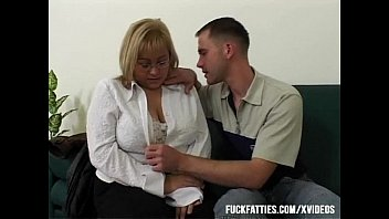 Fat ladies porn Big tit bbw fucked by repairman in the couch