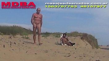 CAMINANDO POR CRUCE GAY EN PLAYA NUDISTA