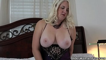 Florida Milf Anna Moore Dildos Her Needy Cunt 12 Min