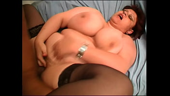 Fat housewife wanted to make amateur video and got hot sex 22分钟