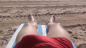 Gay swimwear pics - Horny at the beach - com tesão na praia
