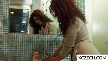 Nasty MILF in the shower 12分钟