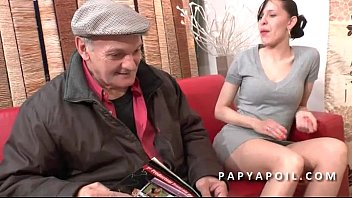 Papy se tape une grosse salope dans la salle d attente chez le doc Preview