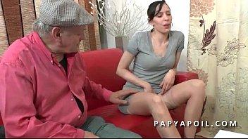Pantyhose bimbo sex - Papy se tape une grosse salope dans la salle d attente chez le doc
