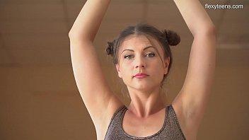 Image: Kim Nadara sexy nyked gymnast