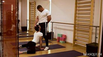 DATO FOLAND TEACHES ANTEO CHARA HOW TO SPREAD HIS LEGS