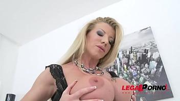 Lara De Santis first time in studio: sexy MILF airtight DP SZ1189 preview image