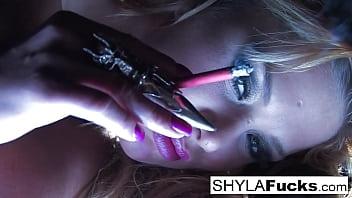 Sexy Shyla Stylez's Smoking Fetish