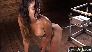 Bigtitted machine beauty getting pleasured 10分钟