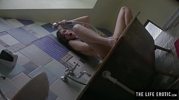 Drowning and fetish - Puffy nippled girl masturbates with a spoon while half drowning