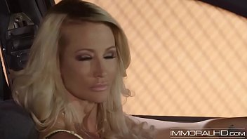 Mature Jessica Drake rubbing her pussy in the front seat