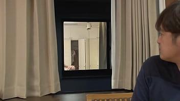 https://bit.ly/3cFchqq 向かいの部屋の窓から覗く巨乳美女の着替え姿に見とれていると、偶然ラッキーエロ、そして…まさか!?パート2 thumbnail