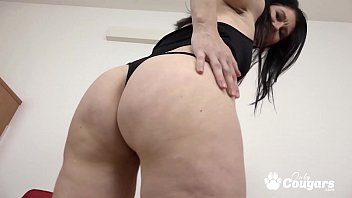 Mommy Niky Puts A BBC In Her Chunky White Butt 18分钟