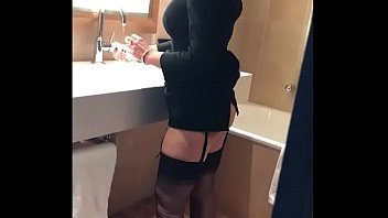 Old MILF secretary gets fucked at lunch break in hotel room - MySexMobile thumbnail