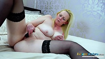 EuropeMaturE Blonde Suzie Solo Toys Masturbation porno izle