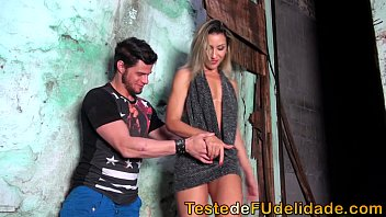 Hot babe sucking cock in the favela